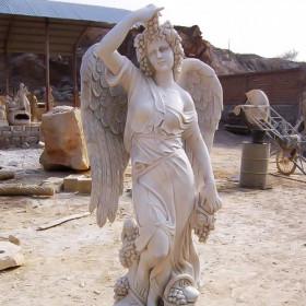 """Скульптура """"Ангел с виноградной лозой"""""""